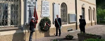 La moglie di Lamberti porta la bandiera partigiana - Cronaca, Lenno